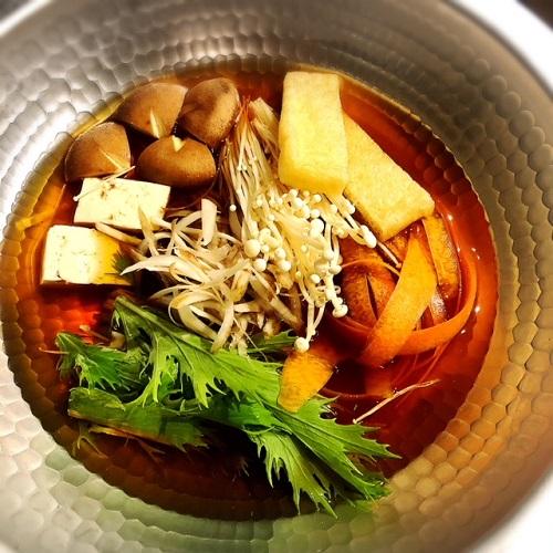 浦添市の「蕎麦と肴処 和ノ実」で、蕎麦前鴨鍋
