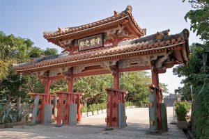 首里城で毎日6回の無料ガイドと琉球菓子