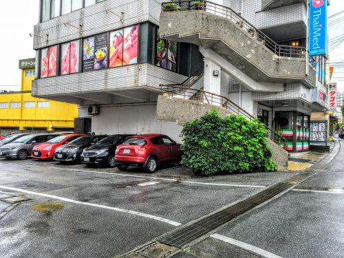 沖縄で1番と言われる、人気のタコス屋メキシコには、駐車場が完備されてます。