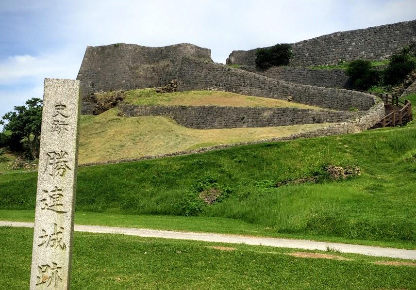 眺望抜群の鉄壁の要塞、世界遺産「勝連城」