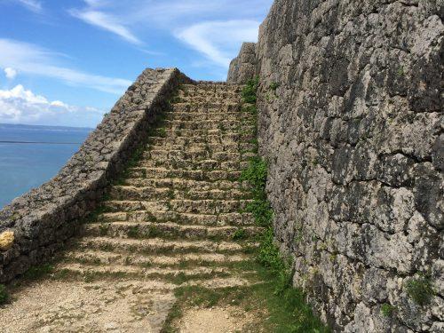 1のくるわはだんだん狭くなる階段