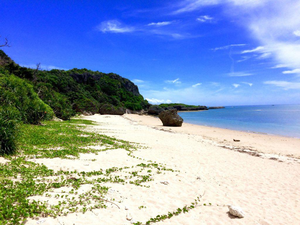 ホテル浜比嘉島リゾートのプライベートビーチムルク浜