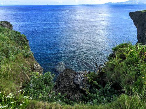 万座毛から見る景色は、まさに絶景!沖縄の綺麗な海を眺めてるだけでも癒されます。