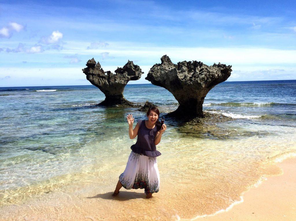 古宇利島とハートロックは人気№1の恋の島にて青木さなえレポーター