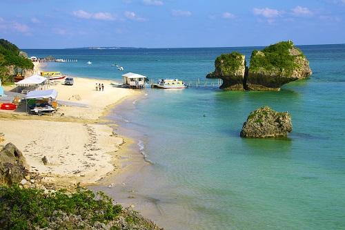那覇から近いシュノーケリング可能な沖縄本島南部、南城市の新原と書いてみーばるびーち、グラスボートがおすすめ