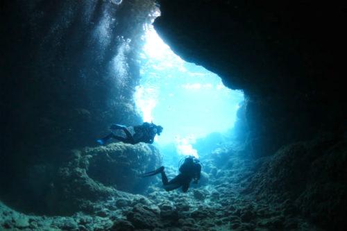 「青の洞窟」に真栄田岬から入る陸エントリー編