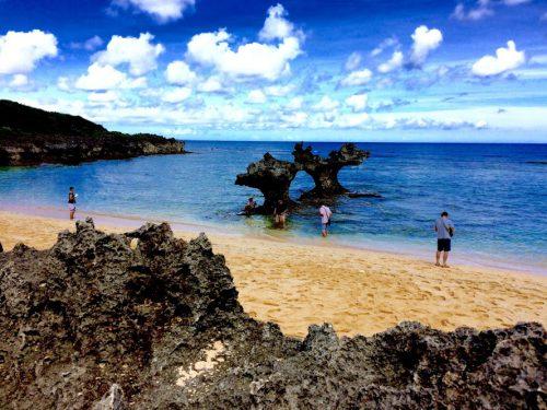 古宇利島ハートロックのティーヌ浜