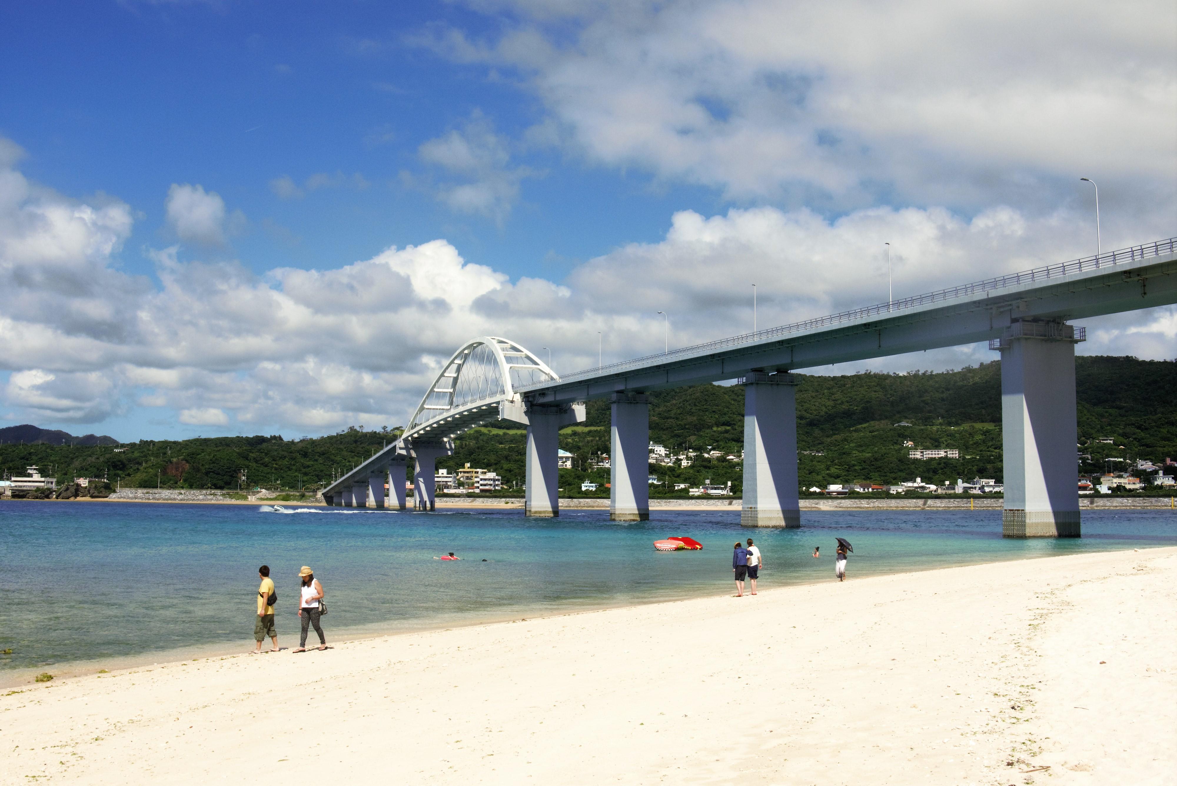 沖縄本島北部・本部町から橋でつながる美しい島、瀬底島!