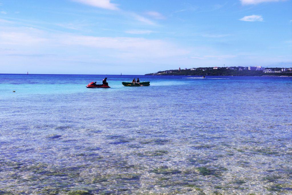 沖縄本島北部・本部町から橋でつながる美しい島、瀬底島アンチ浜