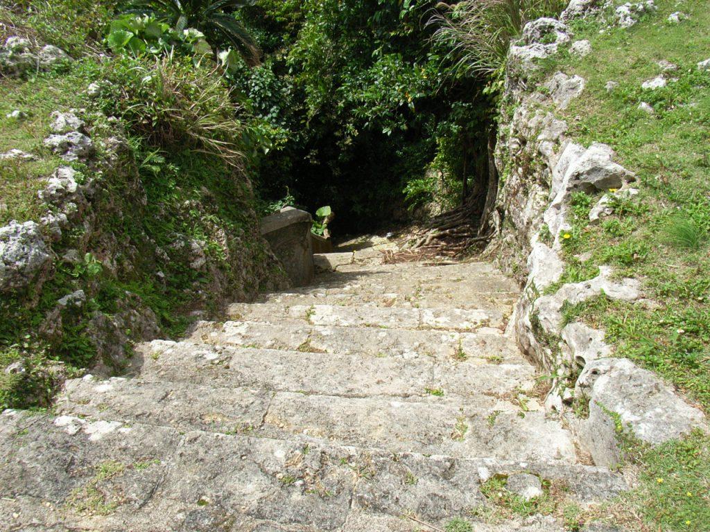 中城の井戸に繋がる階段