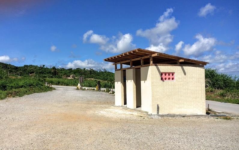 古宇利島ハートロック渡海原駐車場最安値100円のトイレ