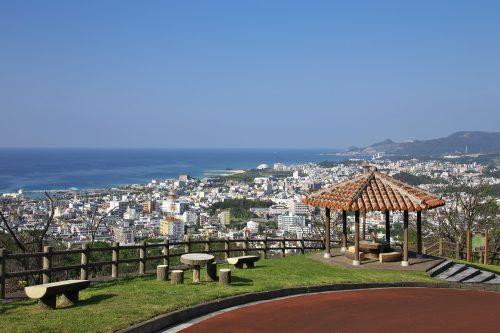 名護城公園は絶景ポイント、頂上のカフェが絶好の穴場!