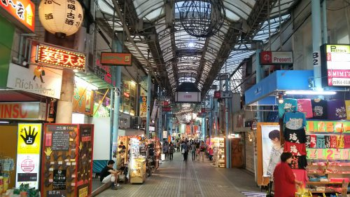 牧志公設市場周辺に広がるアーケード街をまち歩き!