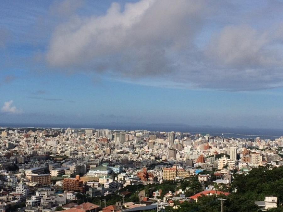 那覇から慶良間諸島まで一望できる「首里城 西のアザナ」