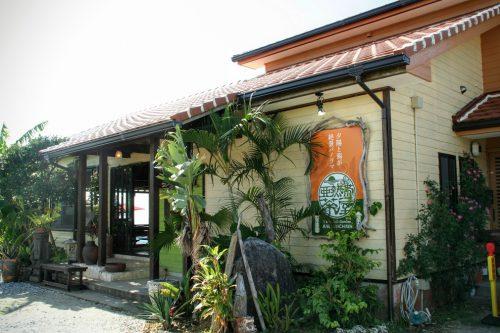 沖縄絶景海カフェの亜熱帯茶屋は、美ら海水族館にも近くハンモックも魅力