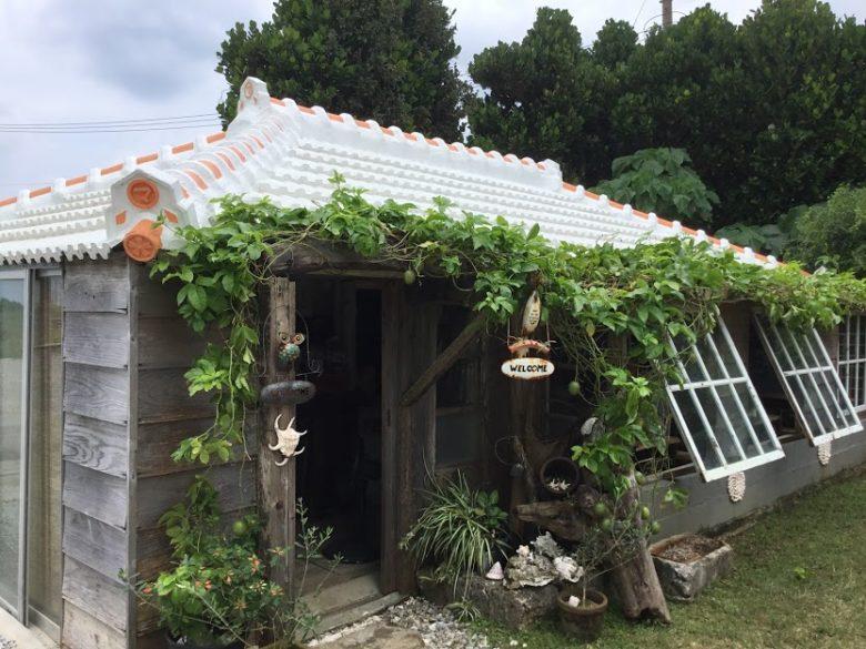 瀬底島で見つけた古民家カフェ、マカロンがうまいリンゴカフェ
