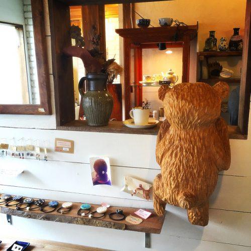 那覇市壺屋やちむん通りのオシャレな陶器店「ヤッチとムーン」のクマさん