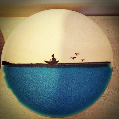 那覇市壺屋やちむん通りのオシャレな陶器店「ヤッチとムーン」の可愛い小皿