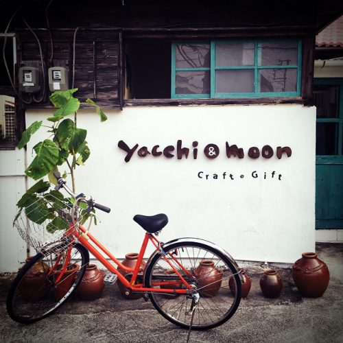那覇市壺屋やちむん通りのオシャレな陶器店「ヤッチとムーン」