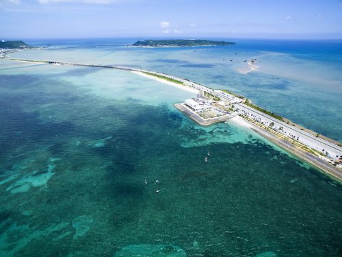 沖縄本島から車で行ける離島、海中道路から4島めぐり!