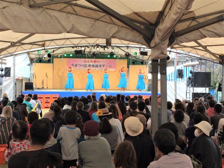 名護さくら祭り会場の特設ステージ