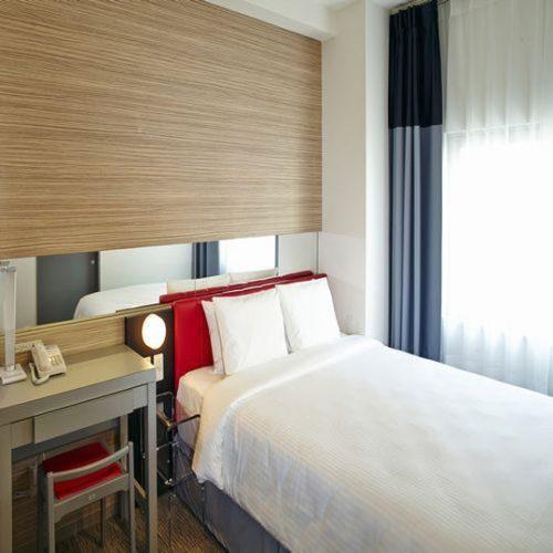 レッドプラネットホテル那覇のベッドはクィーンサイズ