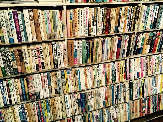 3分の1が沖縄本という那覇の古本屋ちはや書房