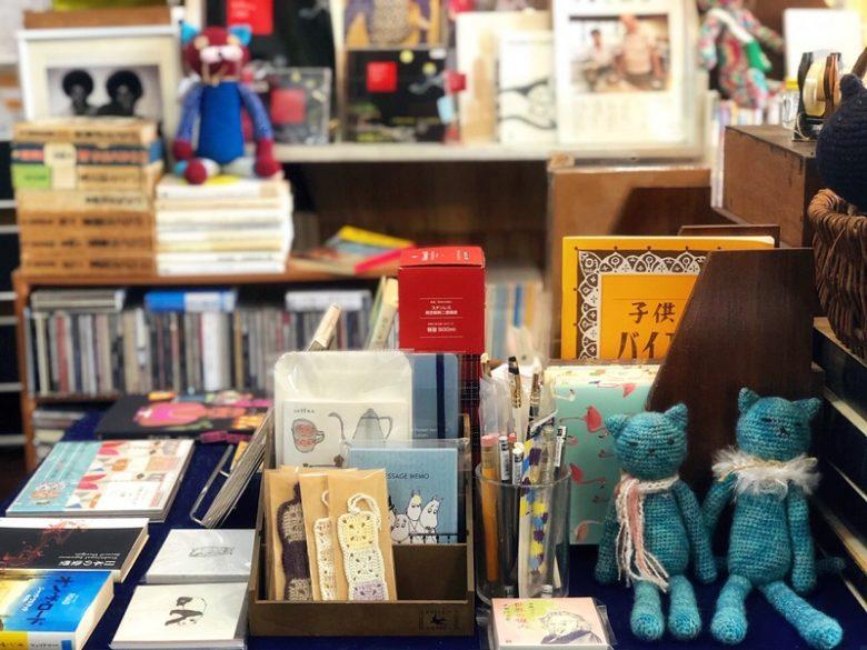 那覇の古本屋ちはや書房ではかわいらしい雑貨も。