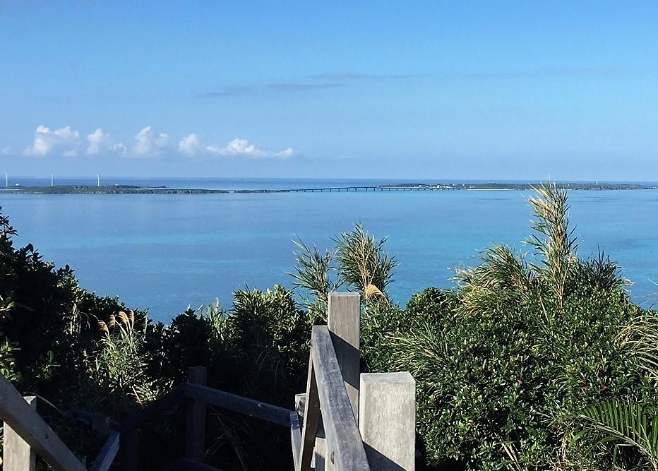 宮古島西平安名崎、池間大橋、池間島を望む大神島