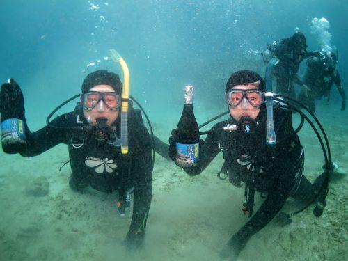 泡盛を本部町でダイビング、海で熟成させた「海底酒」