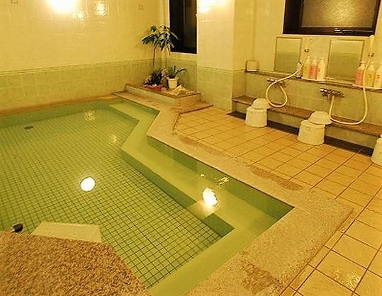 駐車場無料のルートインは旭橋駅前にあって男女別の浴場はありがたい。