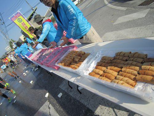 勝連城、嘉手納基地内を走る大会「おきなわマラソン」ポーポーはおきなわのお菓子