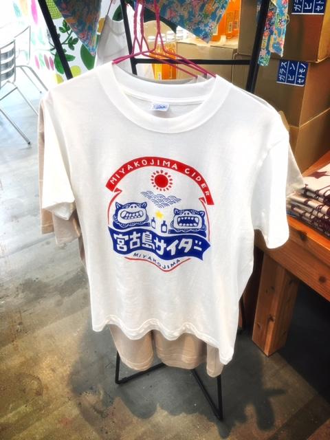 宮古島サイダーのTシャツも人気です。
