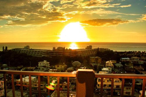 沖縄西海岸は絶好のサンセットポイント!