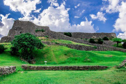 世界遺産「勝連城跡」は阿麻和利が治めた眺望抜群、鉄壁の要塞!