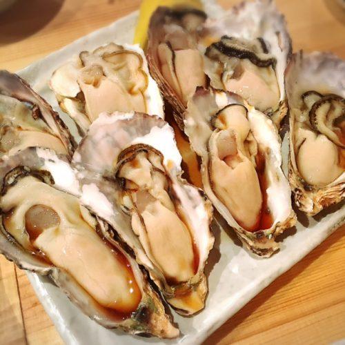 大輝鮮魚店の生ガキ 1個100円で生ガキが食べれるなんて驚きです。それも那覇です。