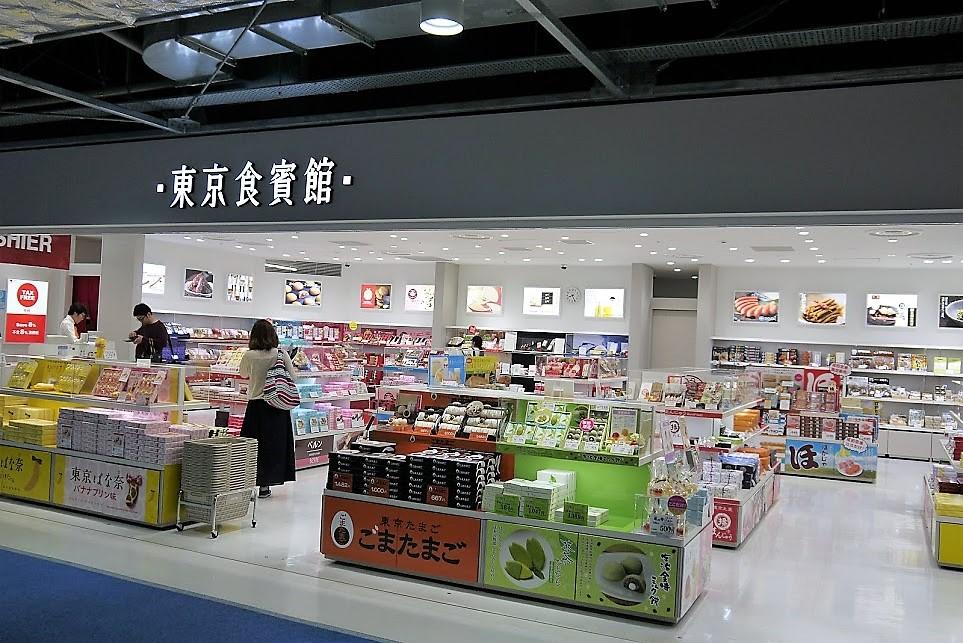 成田空港第3ターミナル、東京食品館 なんとお土産も購入できます。現地への手土産も、ここで購入できるので便利です。