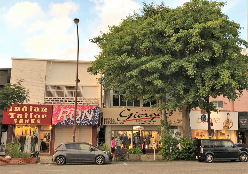 コザの英語で書かれた町並み