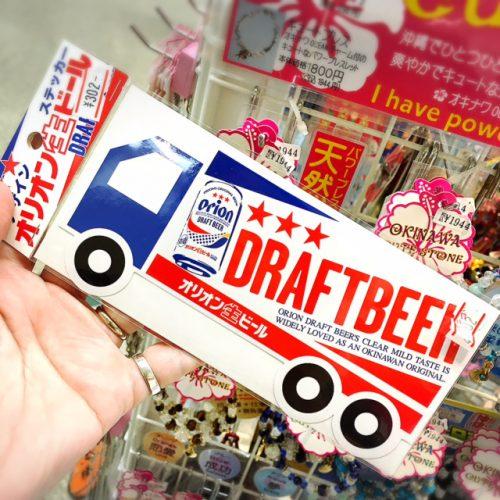 オリオンの文字があるだけで沖縄気分が盛り上がります。オリオンビールのステッカーも人気のお土産雑貨の商品です。