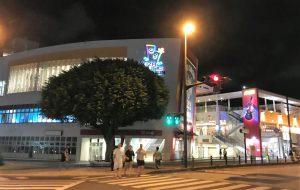沖縄とアメリカの文化が入り交じった音楽の町「コザ」