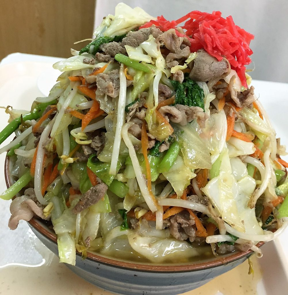 沖縄那覇の波布食堂、超大盛り肉そば