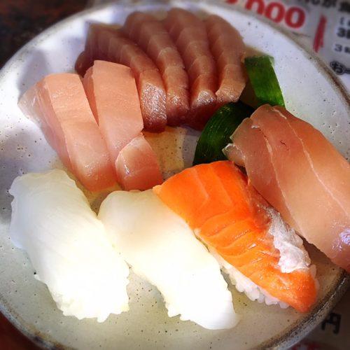 おでん以外にも、刺身にお寿司、その他にも豊富なメニューがあって食べ切れません。
