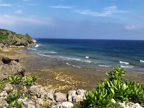 左側の海、喜屋武岬側