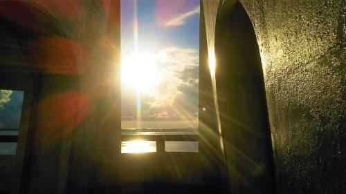 早朝日の出をむかえた牧山展望台(伊良部島)
