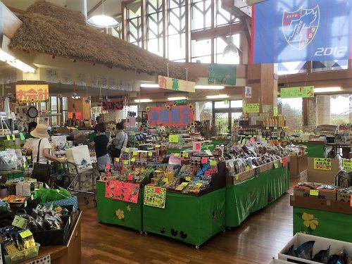 道の駅ゆいゆい国頭にあるお土産売り場、沖縄限定品がたくさんあります!