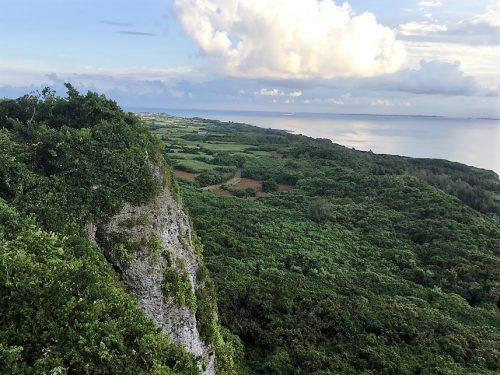 池間島を望む牧山展望台(伊良部島)