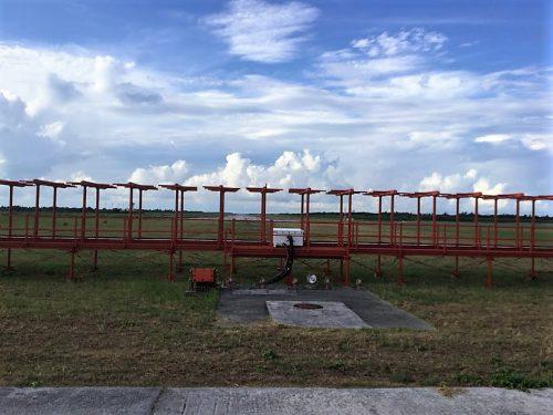 下地島空港を海側から滑走路を望む