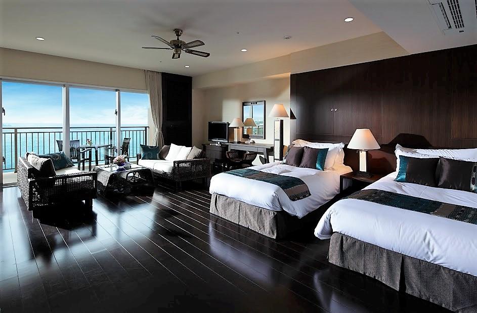 プールが魅力のカフー リゾート フチャク コンド・ホテルの広い部屋