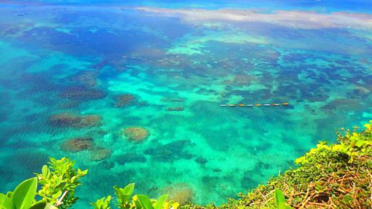 伊良部島の「三角点」は、真っ青な海が広がる絶景ポイント!