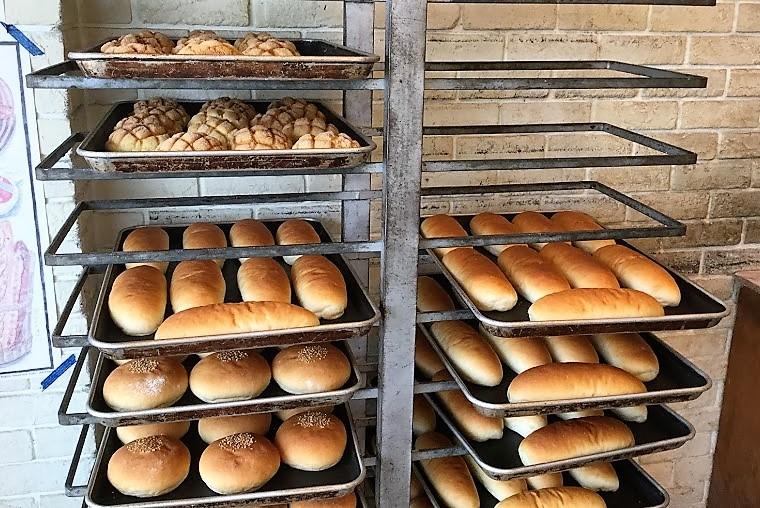 名護で朝食はパンで